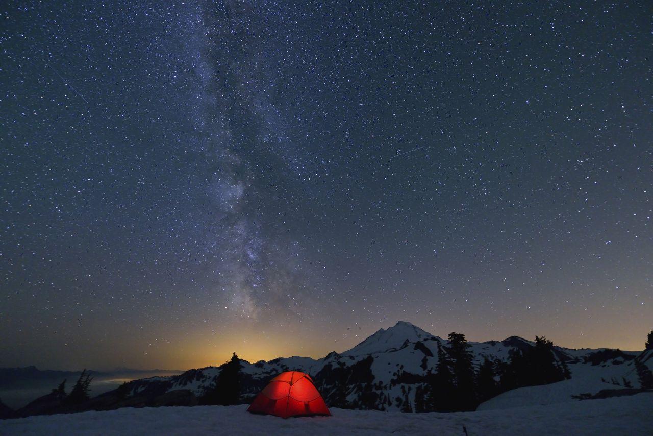 dormir bajo las estrellas en sierra nevada