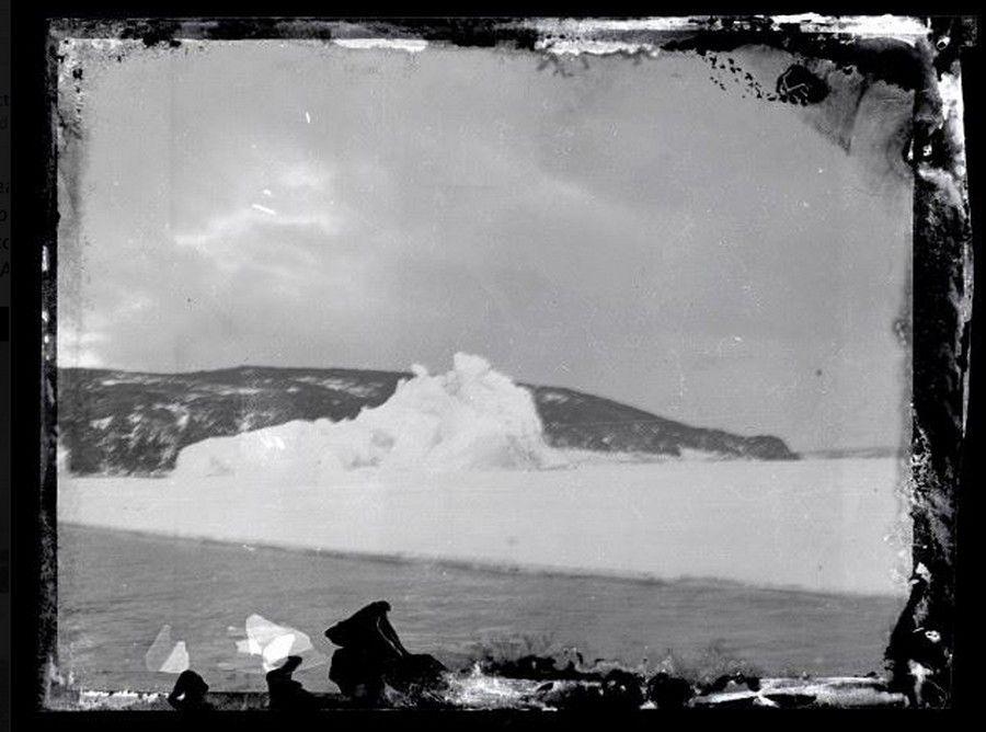 iceberg-y-tierra-mirando-al-sur-hacia-la-isla-ross.